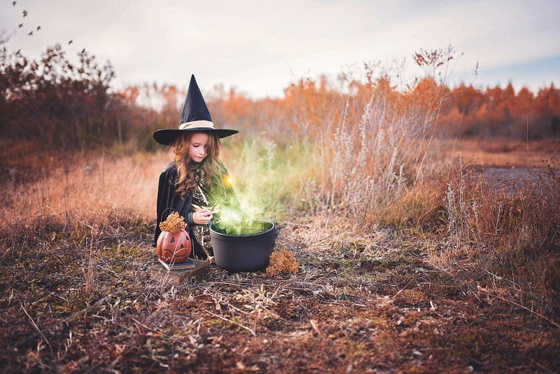 There are actually healthy Halloween treats that you can make for your kids to enjoy this season without worrying about the nutritional value.