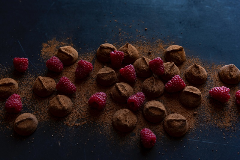 There are healthy Valentine's Day desserts with chocolate that you can enjoy, of course, not as healthy as a bowl of kale but much tastier.