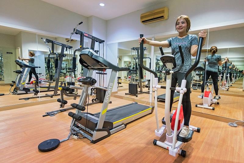 Cardio Workouts to Burn Fat Woman Using a Cardio Exercise Machine